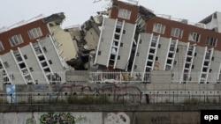 В результате субботнего землетрясения, которое считается одним из самых сильных в истории Чили, повреждения получили более 1,5 млн. строений