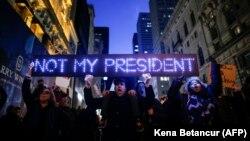 Акція протесту проти результатів президентських виборів у США, на яких перемогу здобув Дональд Трамп, Нью-Йорк, листопад 2016 року