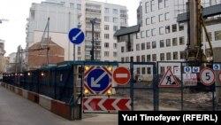 Жители Малого Козихинского переулка борются со стройкой отеля уже более года