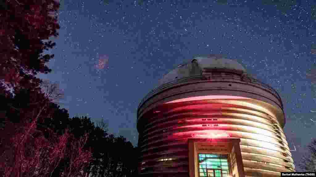 Qırım astrofizika observatoriyası Bağçasaray rayonınıñ Nauçnıy qasabasında yerleşken. Bu binanıñ içinde Avropanıñ eñ büyük teleskoplarından birisi - Grigoriy Şayn adına küzgüli teleskop bar