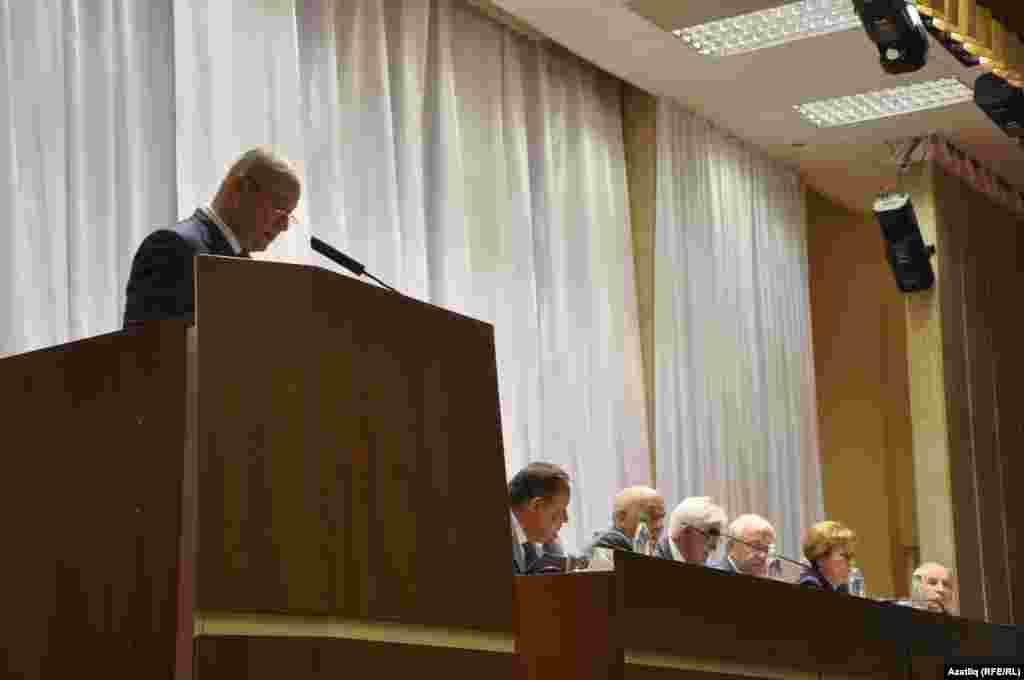 Президент аппараты башлыгы Әсгать Сәфәров чыгыш ясый