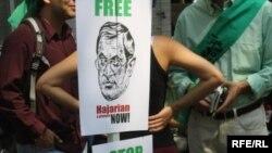 اعتصاب غذای جمعی از روشنفکران ايرانی و تحصن گروه های مختلفی از حاميان اين اعتصاب در مقابل مقر سازمان ملل