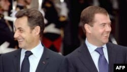 France's Sarkozy (left) and Russia's Medvedev -- seeing eye to eye?