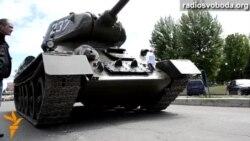 Сепаратисти у Луганську вкрали танк з постаменту. Планують використати на «параді»