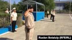 Казахстанский военнослужащий дает присягу. Иллюстративное фото.