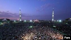 نمایی از مسجد جمکران در نزدیکی شهر قم. مسجد جمکران از محبوبترین مساجد شیعیان ایرانیست