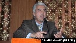 Демократиялық партия атынан сайлауға түскен Саиджафар Исмонов.