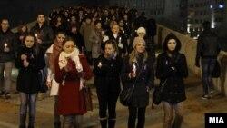 """""""Дефилето на светлината"""" организирано по повод Меѓународниот ден за елиминација на насилството врз жените на 25 ноември 2011 во Скопје."""