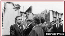 SSCB Nazirler Şurasınıñ reisi Nikolay Rıjkov Ferğana faciası yerlerinde