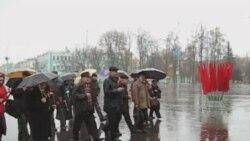 Актывісты ПКБ усклалі кветкі да помніку Ленін
