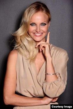 """Светлана Королева, обладательница титулов """"Мисс Россия"""" и """"Мисс Европа"""" в 2002 году"""