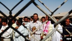 Iraqi prisoners waiting to be released from Abu Ghraib prison