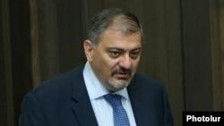 Armenia - Deputy Prime Minister Vache Gabrielian at a cabinet meeting in Yerevan, 16Jun2016.