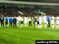 Гульнара Каримова поздравляет узбекскую футбольную команду с победой в матче со сборной Ливана.