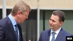 Премиерот Никола Груевски и комесарот за проширување и соседска политика на ЕУ Штефан Филе