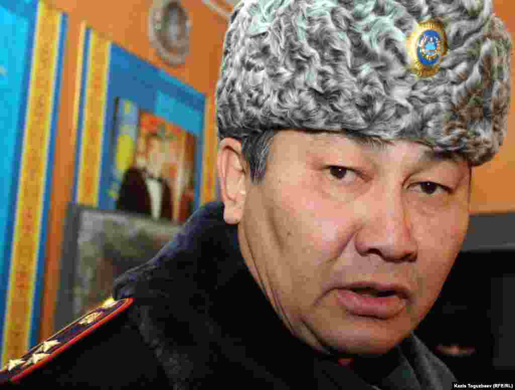 Аманжол Қабулов, Жаңаөзен қаласында төтенше жағдай аяқталғанша комендант қызметін атқарушы. Жаңаөзен, 21 желтоқсан 2011 жыл