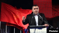 Armenia - Armen Rustamian, a leader of the opposition Armenian Revolutionary Federation, addresses a campaign rally in Armavir, 17Apr2012.