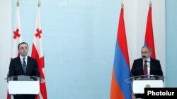 Совместная пресс-конференция премьер-министра Грузии Ираклия Гарибашвили (слева) и и. о. премьер-министра Армении Никола Пашиняна, Ереван, 12 мая 2021 г.
