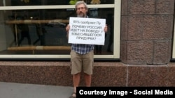 "Mikhail Lashkevich, a researcher at the Institute for Theoretical Physics, was detained by police in August after standing on a busy Moscow street holding a poster that referred to Vladimir Putin as a ""raging idiot."""