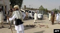 Люди на месте взрыва. Кветта, 9 августа 2013 года.