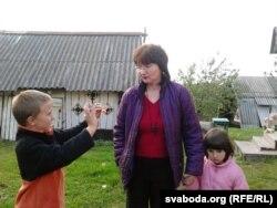 Яніна Пушкіна зь дзецьмі Міколкам і Марыляй