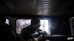 Пророссийские сепаратисты на позициях близ Дебальцево. Донецкая область, 28 января 2015 года.