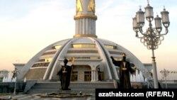 Ашхабат. Монумент Независимости