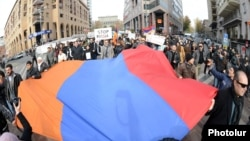 Armenia - Hundreds of people demonstrate in Yerevan against Russian President Vladimir Putin's visit, 2Dec2013.