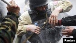 7-апрелде тартип коргоо кызматкерлеринин басымдуу бөлүгү аянтта жүргөндө Бишкектин ар кайсы жеринде талап-тоноолор орун алып атты.