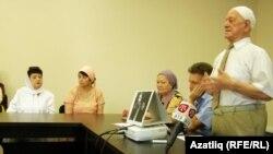 Чобан-задәләрне искә алу кичәсендә язучы Риза Фазыл чыгыш ясый