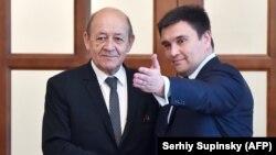 Міністри закордонних справ України і Франції Павло Клімкін (п) і Жан-Ів Ле Дріан