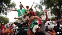 Сторонники оппозиции отправляются в Исламабад на марш протеста, Лахор, 14 августа 2014 года.