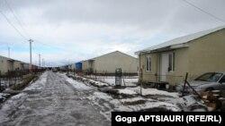 Согласно принятому парламентом 27 декабря 2011 года пакету поправок, вынужденно перемещенными лицами считаются лишь люди, которые проживали на оккупированных территориях, то есть в Абхазской автономной республике и в бывшей Югоосетинской автономной област