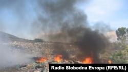 Запалена дива депонија во Дебар.