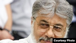 Iranian political activist and journalist Isa Saharkhiz (file photo)
