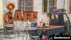 """Одно из рижских кафе как символ """"нормальной"""" европейской повседневности"""