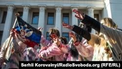 Митинг против российской пропаганды возле Верховной Рады. Киев, 17 марта 2015 года