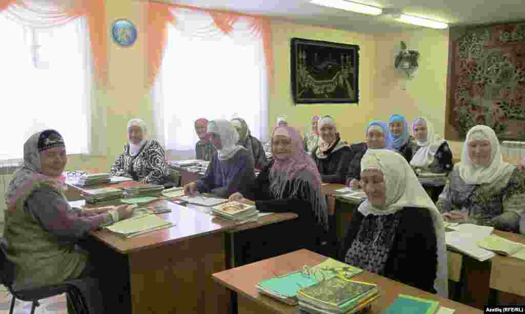 Tatarstan -- Scene of World Tatar Congress participants visit to Kukmara district of Tatarstan, 09Dec2012