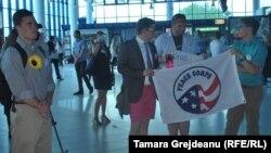 Волонтери Корпусу миру в аеропорту