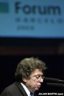در بهار ۲۰۰۴ به هنگام سخنرانی در جمع رهبران اروپایی دریافتکننده جایزه شارلمانی