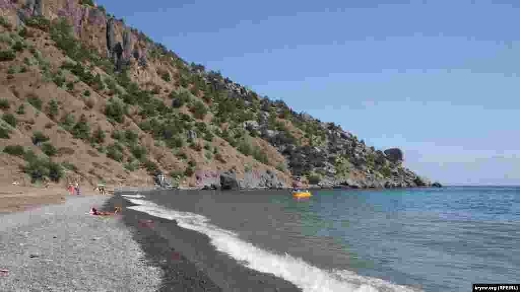 Пляж в бухте Веселой