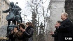 Церемония открытия памятника Мстиславу Ростроповичу в Москве. 29 марта 2012 года