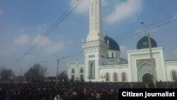 The funeral of Sheikh Muhammad-Sodiq Muhammad-Yusuf drew thousands to Tashkent.