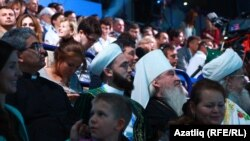 Татарстан мөфтие Камил Сәмигуллин һәм митрополит Феофан халык арасында