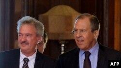 Жан Азелборн, Сергеј Лавров