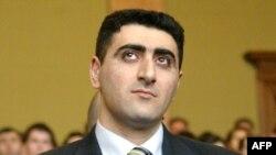 Қасақана адам өлтіргені үшін сотталған әзербайжан офицері Рамиль Сафаров сот залында. Будапешт, 13 сәуір 2012 жыл
