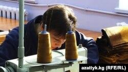 Бишкектеги тигүү цехтеринин бири