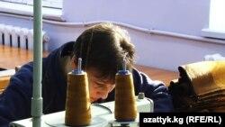 В одном из бишкекских швейных цехов.