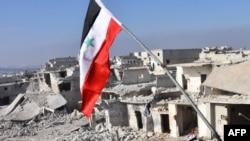 Сирійський національний прапор на тлі зруйнованих будівель в Алеппо, 12 грудня 2016 року
