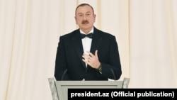Ադրբեջանի նախագահ Իլհամ Ալիևը ելույթ է ունենում հանդիսության ժամանակ, արխիվ